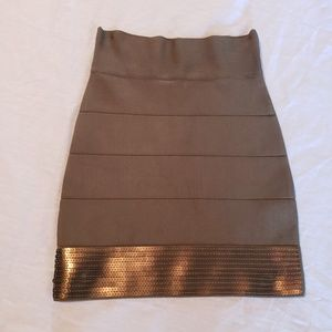 Stretchy sequined skirt, size M